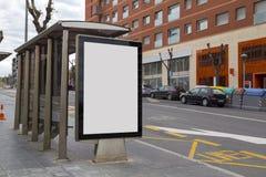 Κενή διαφήμιση σε ένα καταφύγιο λεωφορείων Στοκ εικόνες με δικαίωμα ελεύθερης χρήσης