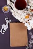 Κενή κάρτα Χριστουγέννων εγγράφου copyspace του χειμώνα και των Χριστουγέννων ομο Στοκ Εικόνες