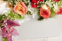 Κενή κάρτα Whitespace τριαντάφυλλων ανθοδεσμών στοκ φωτογραφίες