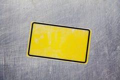 Κενή κίτρινη αυτοκόλλητη ετικέττα Στοκ φωτογραφίες με δικαίωμα ελεύθερης χρήσης