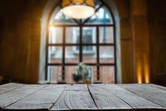 Κενή κορυφή των ξύλινων ραφιών στοκ εικόνες