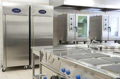 Κενή κουζίνα εστιατορίων με τον επαγγελματικό εξοπλισμό Στοκ Εικόνα