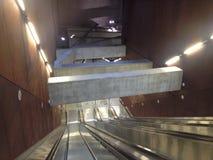 Κενή κυλιόμενη σκάλα μετρό στοκ φωτογραφίες