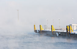 κενή λιμενική misty θάλασσα Στοκ Εικόνα