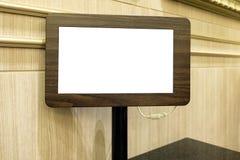 Κενή ξύλινη ταμπλέτα επίδειξης επιλογών μέσω του συστήματος wifi στοκ φωτογραφία με δικαίωμα ελεύθερης χρήσης