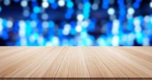 Κενή ξύλινη κορυφή επιτραπέζιων πατωμάτων για το προϊόν επίδειξης ή montage Στοκ Φωτογραφίες