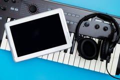 Κενή οθόνη ταμπλετών στο αντικείμενο στούντιο μουσικής για το στούντιο μουσικής Στοκ φωτογραφίες με δικαίωμα ελεύθερης χρήσης