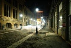 Κενή οδός νύχτας στο Βουκουρέστι Στοκ Εικόνες