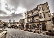 Κενή οδός στην παλαιά πόλη του Μπακού, Αζερμπαϊτζάν Παλαιά πόλη Μπακού Κτήρια καρδιών της πόλης Στοκ Φωτογραφία