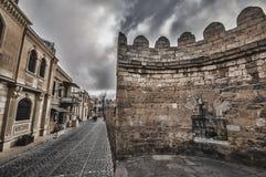 Κενή οδός στην παλαιά πόλη του Μπακού, Αζερμπαϊτζάν Παλαιά πόλη Μπακού Κτήρια καρδιών της πόλης Στοκ Εικόνα