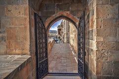 Κενή οδός στην παλαιά πόλη του Μπακού, Αζερμπαϊτζάν Παλαιά πόλη Μπακού Κτήρια καρδιών της πόλης Στοκ φωτογραφίες με δικαίωμα ελεύθερης χρήσης