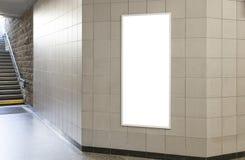 Κενή πίνακας διαφημίσεων ή αφίσα στην αίθουσα Στοκ Εικόνες