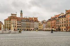 Κενή παλαιά πόλης θέση κατά τη διάρκεια της νεφελώδους ημέρας, καμία Στοκ Φωτογραφία
