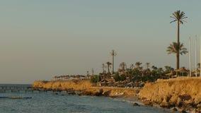 Κενή παραλία παραλιών στην ανατολή απόθεμα βίντεο