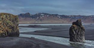Κενή παραλία Reynisfjara στοκ εικόνα