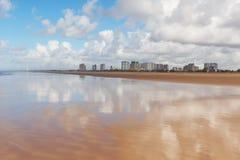 Κενή παραλία Atalaia, Aracaju, κράτος Sergipe, Βραζιλία Στοκ εικόνα με δικαίωμα ελεύθερης χρήσης