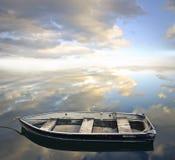 Κενή παλαιά βάρκα Στοκ Εικόνες