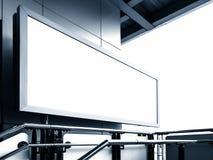 Κενή πινάκων διαφημίσεων επίδειξη προτύπων κιβωτίων εμβλημάτων ελαφριά στο σταθμό Στοκ φωτογραφίες με δικαίωμα ελεύθερης χρήσης
