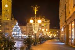 Κενή πόλη Χριστουγέννων με τις διακοσμήσεις και τα φω'τα και το δέντρο Κανένας χειμώνας χιονιού, Prostejov, Δημοκρατία της Τσεχία στοκ φωτογραφίες