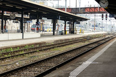 Κενή πλατφόρμα σε έναν σταθμό τρένου Στοκ φωτογραφίες με δικαίωμα ελεύθερης χρήσης