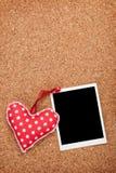 Κενή στιγμιαία φωτογραφία και κόκκινη καρδιά Στοκ Εικόνες