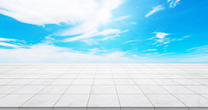 Κενή συγκεκριμένη κορυφή πατωμάτων για το προϊόν επίδειξης ή montage Στοκ εικόνα με δικαίωμα ελεύθερης χρήσης