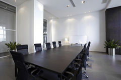 Κενή σύγχρονη αίθουσα συνεδριάσεων Στοκ εικόνα με δικαίωμα ελεύθερης χρήσης