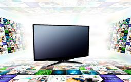 Κενή σύγχρονη TV με τις τρισδιάστατες εικόνες Στοκ Εικόνες