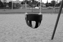 Κενή ταλάντευση μικρών παιδιών Στοκ εικόνες με δικαίωμα ελεύθερης χρήσης