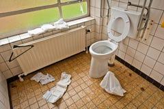 κενή τουαλέτα νοσοκομ&epsilo Στοκ Φωτογραφία