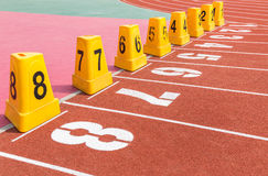 Κενή τρέχοντας διαδρομή με τους αριθμούς παρόδων Στοκ εικόνες με δικαίωμα ελεύθερης χρήσης