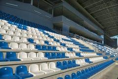 Κενοί λευκαντές - καθίσματα σταδίων Στοκ Εικόνα