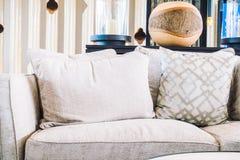 Κενοί καρέκλα και καναπές Στοκ Φωτογραφία