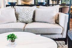 Κενοί καρέκλα και καναπές Στοκ Φωτογραφίες
