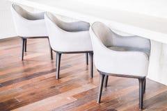 Κενοί καρέκλα και καναπές Στοκ φωτογραφία με δικαίωμα ελεύθερης χρήσης