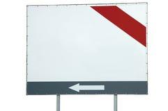 Κενοί κενοί άσπροι φραγμός αντιγράφων πινάκων διαφημίσεων διαστημικοί κόκκινοι γκρίζοι και βέλος, μεγάλη λεπτομερής απομονωμένη κ Στοκ Εικόνες