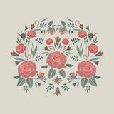 Κεντημένη σύνθεση με τα λουλούδια, τους οφθαλμούς και τα φύλλα τριαντάφυλλων Floral σχέδιο κεντητικής βελονιών σατέν στο μπεζ υπό απεικόνιση αποθεμάτων