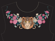 Κεντητική για το neckline, περιλαίμιο για την μπλούζα, μπλούζα, πουκάμισο Στοκ Φωτογραφίες