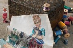 Κεντητική, κιβώτιο κοσμήματος, ράβοντας εξάρτηση, και ένα σκάφος για το άρωμα στοκ εικόνες