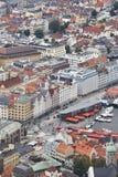 Κεντρικά κλασικά κτήρια πόλεων του Μπέργκεν Τοποθετήστε την άποψη Floyen Αριθ. Στοκ φωτογραφίες με δικαίωμα ελεύθερης χρήσης