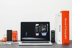 Κεντρική ιδέα της Apple με το ΓΟΥΡΓΟΥΡΙΣΜΑ Jeff Ουίλιαμς και τη σειρά 3 ρολογιών workout Στοκ εικόνα με δικαίωμα ελεύθερης χρήσης