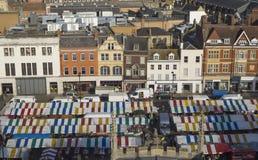 Κεντρική οδός σε μια πόλη αγοράς στην Αγγλία στοκ εικόνες