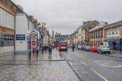Κεντρική οδός Irvine κατά τη διάρκεια της βαριάς σκωτσέζικης βροχής στο βόρειο Ayrshire Σκωτία στοκ εικόνα με δικαίωμα ελεύθερης χρήσης