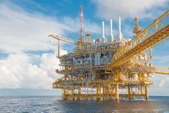 Κεντρική πλατφόρμα επεξεργασίας πετρελαίου και φυσικού αερίου Στοκ φωτογραφία με δικαίωμα ελεύθερης χρήσης