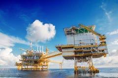 Κεντρική πλατφόρμα επεξεργασίας πετρελαίου και φυσικού αερίου Στοκ εικόνα με δικαίωμα ελεύθερης χρήσης