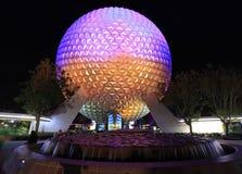 Κεντρική σφαίρα της Disney ` s EPCOT που φωτίζεται τη νύχτα, Φλώριδα Στοκ Εικόνες