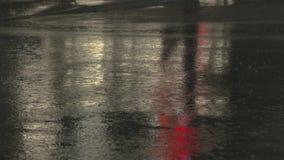 Κεντρική δυνατή βροχή πόλεων, σε αργή κίνηση απόθεμα βίντεο