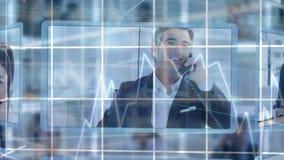 Κεντρικοί πράκτορες κλήσης που μιλούν στους πελάτες επιχειρηματιών απόθεμα βίντεο