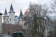 Κεντρικός αγωγός Lohr AM, Γερμανία - το λευκό σαν το χιόνι Castle Στοκ φωτογραφίες με δικαίωμα ελεύθερης χρήσης