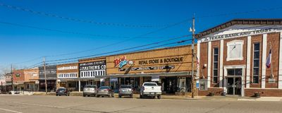 Κεντρικός δρόμος ΗΠΑ, Storefronts του SAN Augustine, Κανένας, σημαία στοκ εικόνες